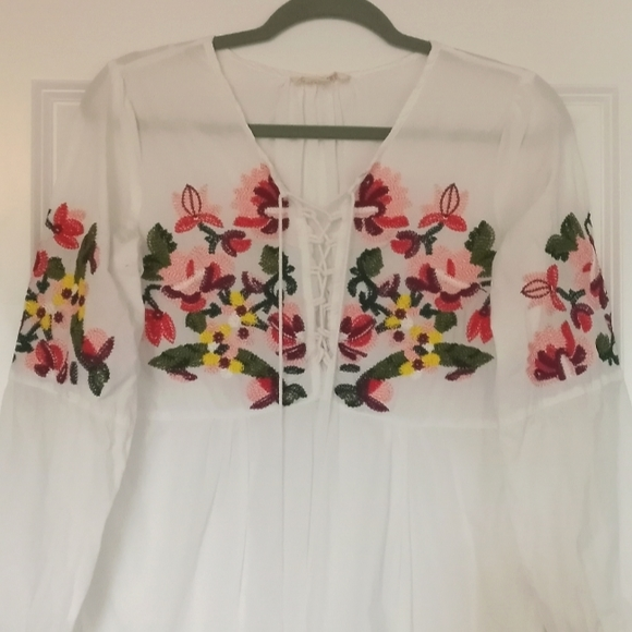 🌼 Solitaire embroidered blouse